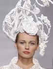 Paris fashion week бумажные шляпы на показе