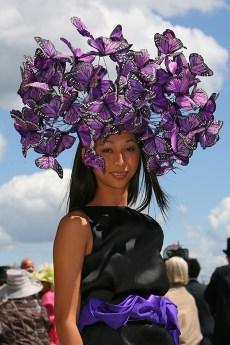 Шоу дамских шляпок на королевских